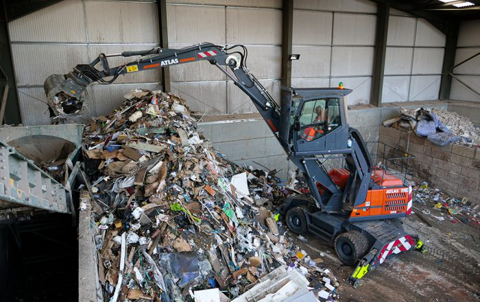 Atlas-200MH-Material-Handler-on-Waste-Application